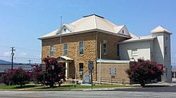 Searcy County Courthouse 001.jpg