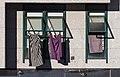 Secando roupa ou vestindo fiestras. Rúa do Restollal. Santiago de Compostela. Galiza.jpg
