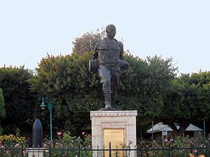Tarsus Çanakkale Park Museum - Image: Seyit Onbaşı statue in Tarsus