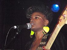 Shingai Shoniwa performing in Atlanta 4.jpg