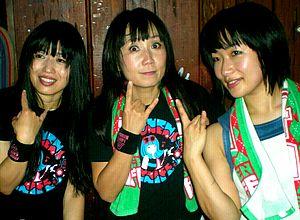 Shonen Knife - Image: Shonen Knife posing for photos after a concert