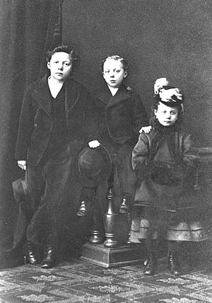 Birth order - Three siblings from the 1890s.