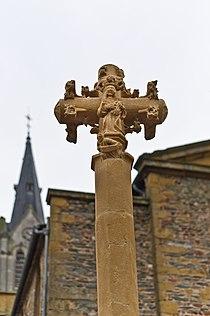 Sourcieux-les- Mines, croix monumentale XVe siècle.jpg