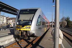 Vectus Verkehrsgesellschaft - Image: Stadler Triebwagen des vectus Bahnhof Altenkirchen