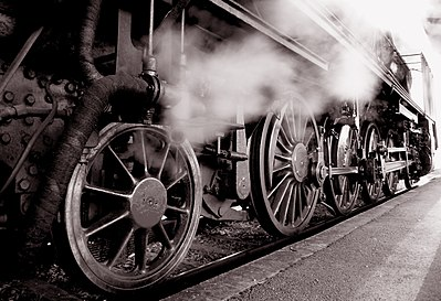 Slika:Steam locomotive gear (JŽ 06-018; Slovenia).jpg