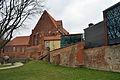 Stralsund, Katharinenkirche, Giebel, und Stadtmauer (2012-04-10) 2, by Klugschnacker in Wikipedia.jpg