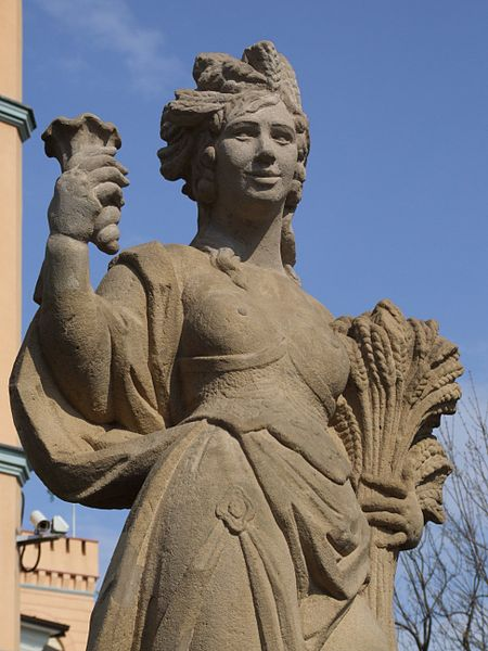 File:Summer - statue in Oppeln.JPG