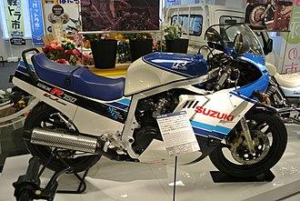 Suzuki GSX-R750 - Image: Suzuki GSX R750