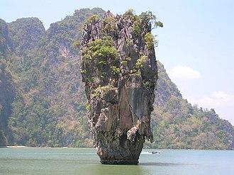 Pinnacle (geology) - Image: TH Phang Nga James Bond Island