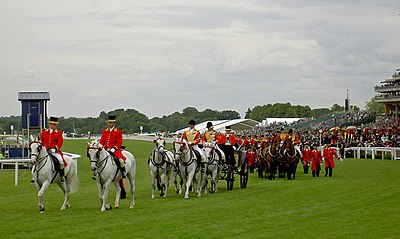 The Royal carriages depart after The Queen39;s arrival at the races