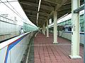 Toei-I23-Hasune-station-platform.jpg