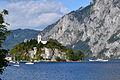 Traunkirchen - Kapelle hl Johannes der Täufer mit Schiff Gisela.jpg