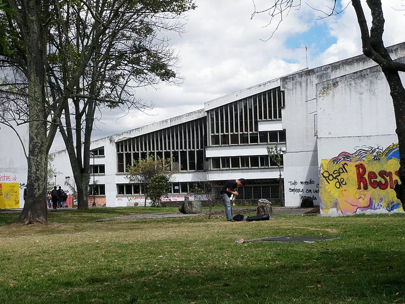 File:Trompetista, Edificio de Arquitectura, Universidad Nacional.JPG
