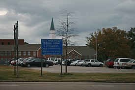Tupelo, MS Elvis Highway Church.jpg