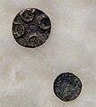 Twee bronzen schijffibula (9e-10e eeuw), archeologische collectie Centre Céramique, Maastricht.JPG