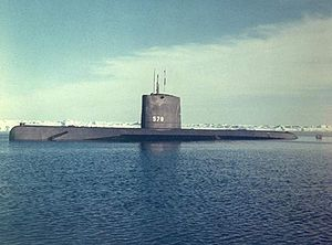 موسوعة غواصات البحرية الامريكية بعد الحرب العالمية الثانية بالكامل 300px-USS_Skate_%28SSN-578%29%3B0857816