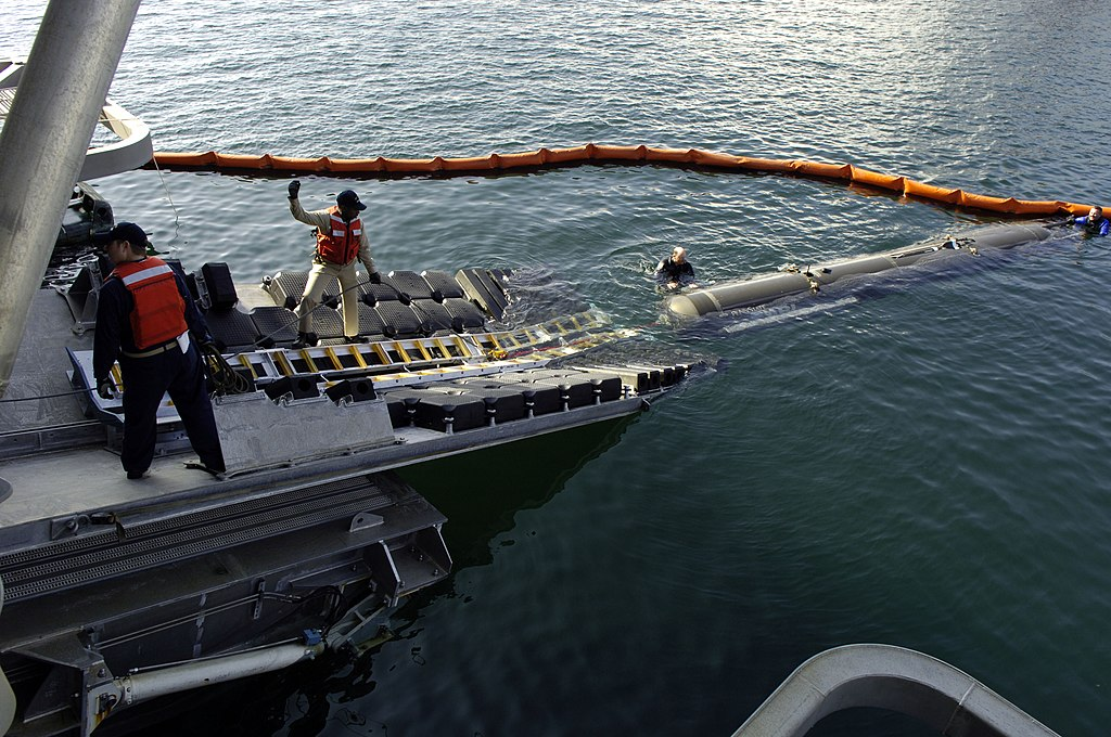 https://upload.wikimedia.org/wikipedia/commons/thumb/e/e5/US_Navy_060130-N-7676W-111_The_Seahorse-class_Autonomous_Underwater_Vehicle_(AUV)_is_moved_into_position_with_Sea_Fighter's_(FSF-1)_stern_ramp_during_launch.jpg/1024px-US_Navy_060130-N-7676W-111_The_Seahorse-class_Autonomous_Underwater_Vehicle_(AUV)_is_moved_into_position_with_Sea_Fighter's_(FSF-1)_stern_ramp_during_launch.jpg