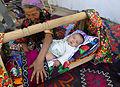 Urazmat-Bébé emmailloté à la façon ouzbek (1).jpg