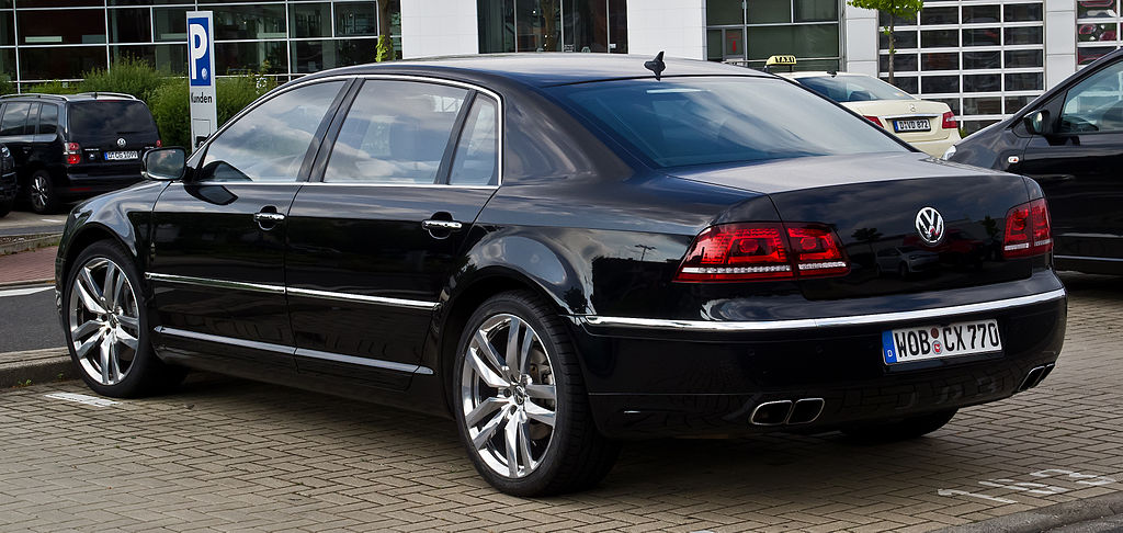 File:VW Phaeton L 6.0 W12 4MOTION (2. Facelift) – Heckansicht, 10