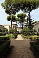 Villa giulia, giardino all'italiana con pini romani 03.jpg