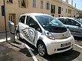 Voiture électrique Peugeot en rechargement -Nice.JPG