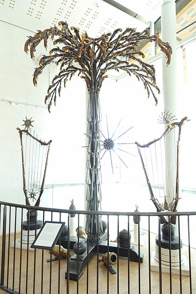 File:Weapons palm, 1860, made for King Karl XV's visit to the armoury - Marinmuseum, Karlskrona, Sweden - DSC08944.JPG