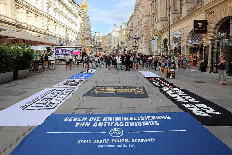 File:Wien - Demo gegen die Kriminalisierung von Antifaschismus, 26.7.2014.JPG