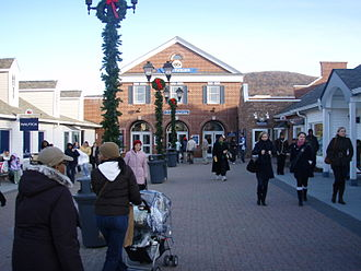 Woodbury Common Premium Outlets - Near the food pavilion