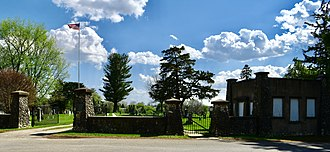 Woodlawn Cemetery Gates and Shelter - Image: Woodlawn Cemetery Gates and Shelter