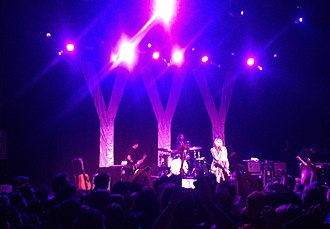 Yeah Yeah Yeahs - The Yeah Yeah Yeahs playing in Ventura, California in 2013