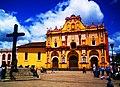 Zócalo de San Cristóbal de las Casas y Cruz de madera.jpg