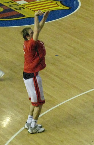 Zoran Planinić - Zoran Planinić warming up in the second game of the 2008 Spanish ACB League Finals
