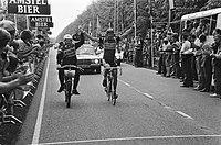 Zuiderzee Derny Tour , 307 km verreden Ludo Peeters (Belgie, r.) met zijn gangm, Bestanddeelnr 932-1882.jpg