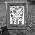 """Pild""- slika na steklo z napisom ""Hier ist...?... Weinstock des Lebens"". Javornik 1959.jpg"