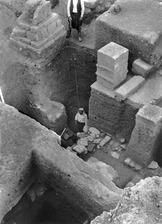 Öster om kultrummet I-III, djupgrävning. Kition. Larnaca - SMVK - C01759.tif