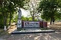 Богданівка. Пам'ятник біля школи.jpg