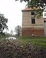 Будівельне сміття під зах. вежею замку.jpg