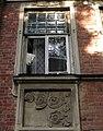 Окно, частично сохранившийся элемент декора.jpg