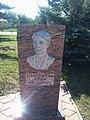 Памятная стела с барельефом Мандрыкина Е.И.jpg