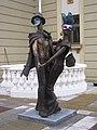 Скулптура пред Македонскиот народен театар.jpg
