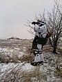 Український спецпризначенець здійснює спостереження ворожих позицій в зоні проведення АТО. Україна. Січень 2015 року..jpg