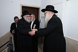 הרב יהושע רוזן בהכנסת ספר תורה