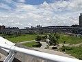 從陽光橋上拍攝中安大橋,新店溪右岸河濱自行車道。 - panoramio.jpg