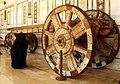 032 Mesquita dels Omeies (Damasc), antic carro al pòrtic nord.jpg