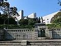 037 広告記念像と最高裁判所 - panoramio.jpg