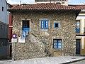124 Casa del Escalerón, pl. Periodista Arturo Arias 13 (Cimavilla, Gijón).jpg