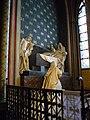 1 Statues, side altar in ambulatory, Notre Dame, Paris, ZM.JPG