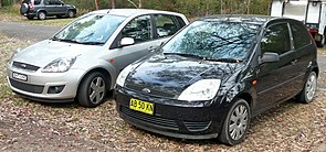2004 Ford Fiesta (WP) LX 3-door hatchback and 2007 Ford Fiesta (WQ) Ghia 5-door hatchback (2009-09-17) 01.jpg