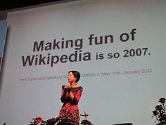 Η Sue Gardner μιλάει στο κοινό