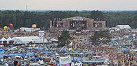 2013 Woodstock 122 duża scena, pole namiotowe.jpg